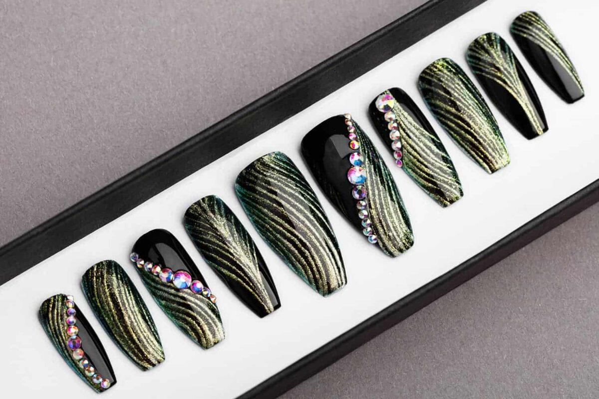 Green and Black Press on Nails with Swarovski | Fake Nails | False Nails | Golden tracery | Handpainted Nail Art | Glitters