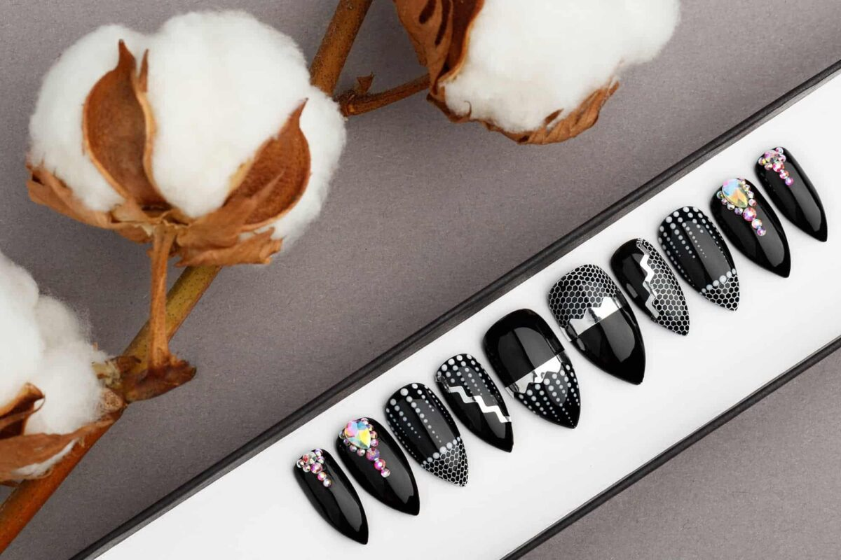 Crystals & Net Press on Nails   Hand painted Nail Art   Fake Nails   False Nails   Glue on nails