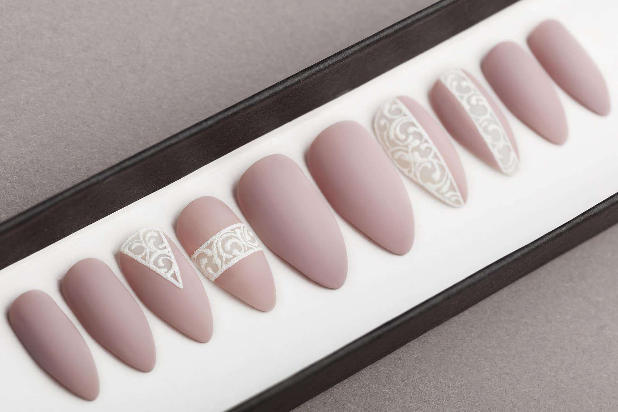 Mocco Press on Nails | Fake nails | Laces | Hand painted nail art | False Nails