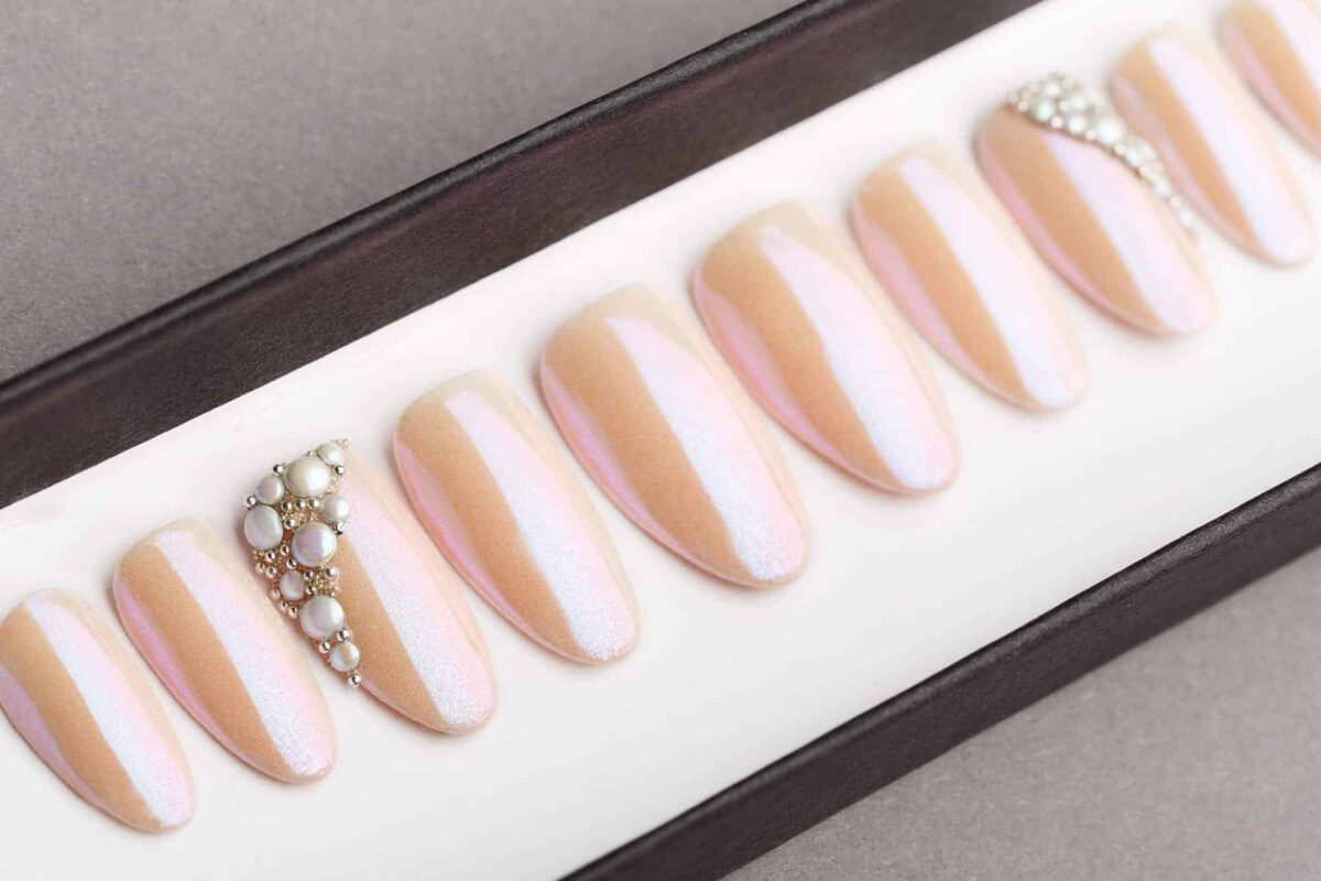 Pink Mirror Press on Nails with Pearls | Nude Nails | Hand painted Nail Art | Fake Nails | False Nails | Wedding nails | Manicure